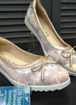 Жіночі туфлі  pavers