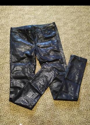 Фирменные джинсы tally weijl с лазерным нанесением принта