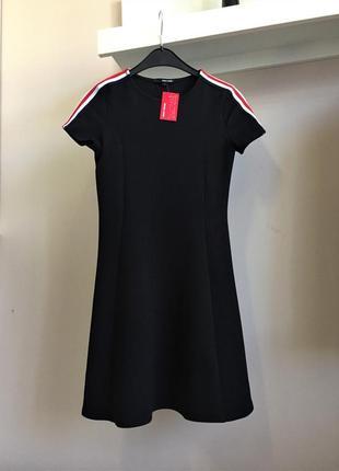 Стильное,короткое черное платье