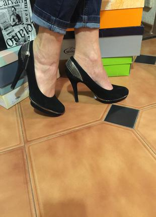 Обалденные замшевые туфли с молниями mallanee
