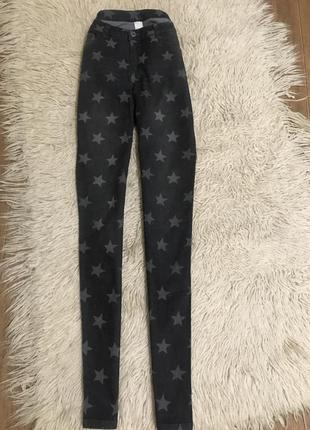 Стильные джинсовые брюки со звёздами