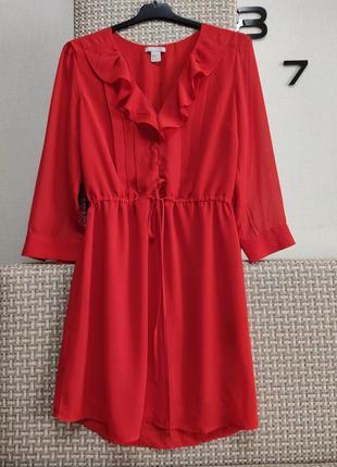 Красивое платье шифоновое с рюшами.