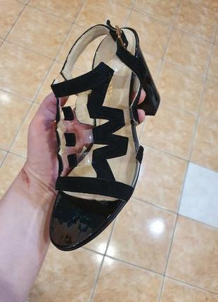 Босоножки на высоком каблуке с силиконовыми вставками. натуральная замша.