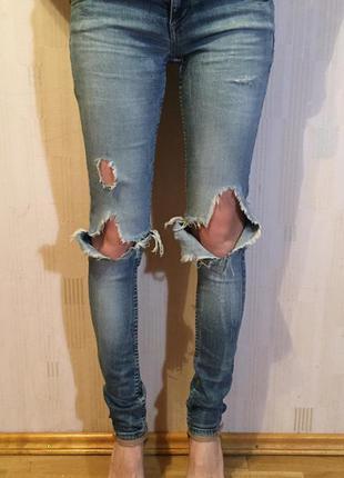 Джинсы с дырками , рванные джинсы