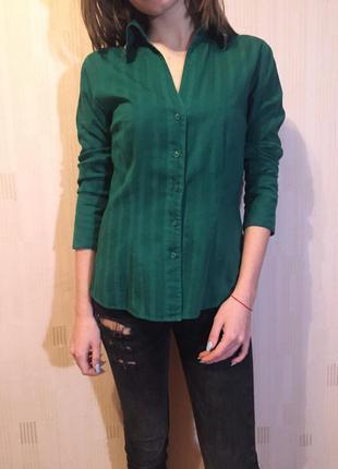 Рубашка зелёная, с декорированным воротником