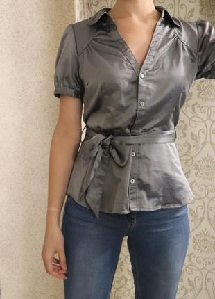 Блуза серебристая серая нарядная с пояском