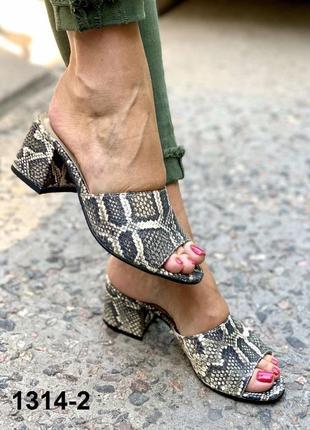 Красивые кожаные сабо шлепки на каблуке