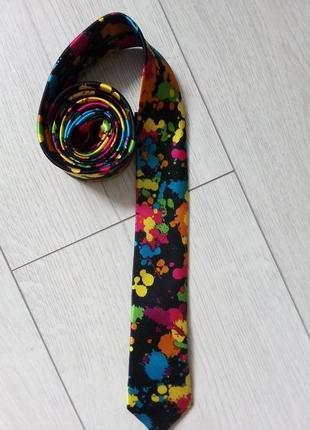 Яркий галстук для творческого мужчины