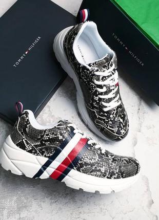 Tommy hilfiger оригинал кроссовки с змеиным принтом