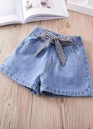 Стильные джинсовые шорты с завышенной талией