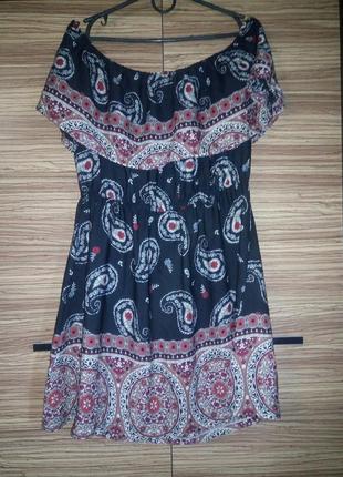 Очень красивое платье в орнамент missguided