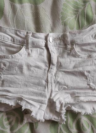 Білосніжні шорти з потертостями, шорты