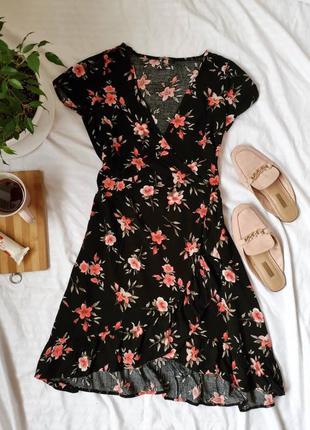Цветочное платье на запах с рюшами
