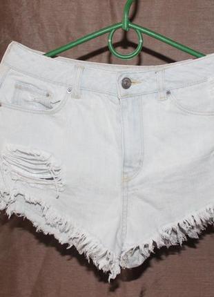 Джинсовые шорты  короткие с потертостями
