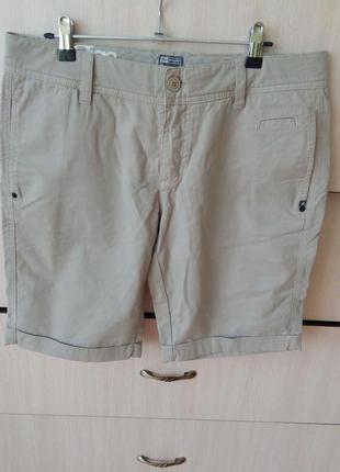 Классические бежевые шорты из плотного хлопка от известного бренда,р.м-l
