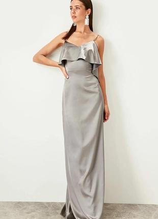 Невероятно богатое и красивое платье для особого случая