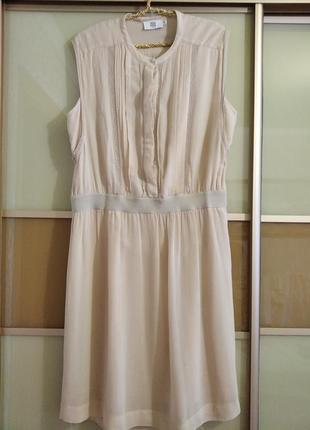 Платье на подкладе.