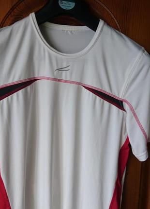 Белая спортивная полиэстер футболка по груди 100см