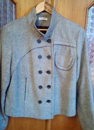 Короткий шерстяной пиджак