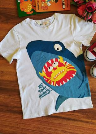 Классная трикотажная футболка hm на 6-8 лет.