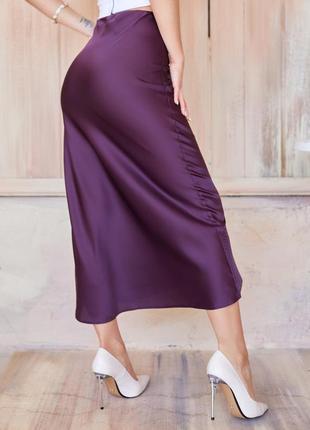 Бордовая шелковая юбка-колокол в бельевом стиле