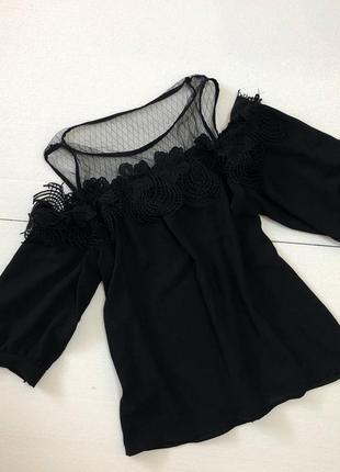 Нарядна чорна блузка з кружевом