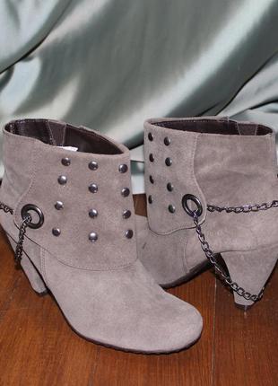Шкіряні коричневі черевички з цепочкою розміри: 36,38,39. іспанія.