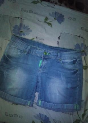Новые джинсовые шорты с потертостями