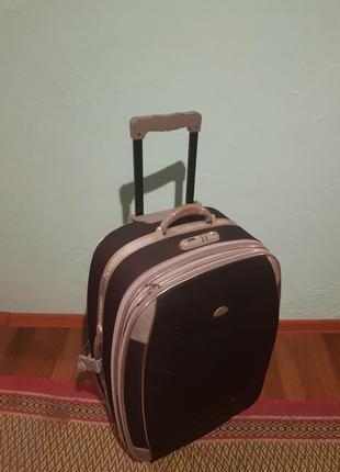 Дорожний чемодан.торг!