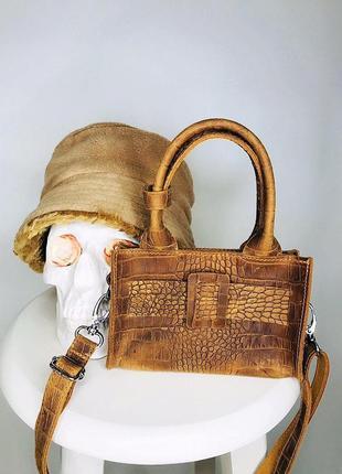 Коричневая сумочка из фактурной натураьной кожи.