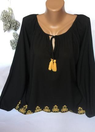 Легкая блуза с вышивкой
