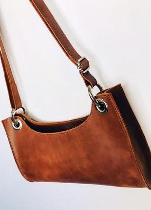 Коричневая сумка-багет из натуральной кожи4 фото