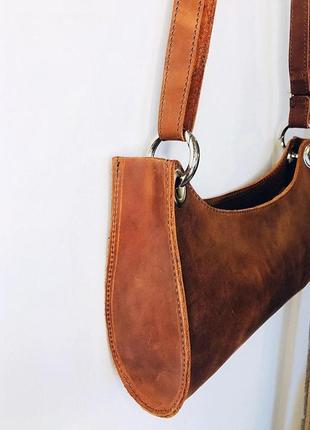 Коричневая сумка-багет из натуральной кожи5 фото