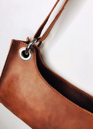 Коричневая сумка-багет из натуральной кожи6 фото