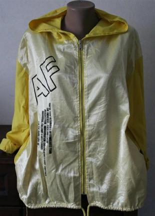 Легкая курточка,ветровка, стильная, размер 56-60.