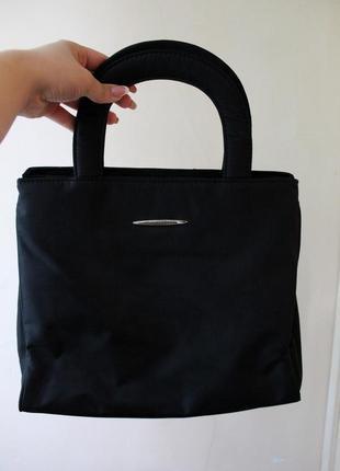 Сумочка крутой формы, черная, изящная, тканевая