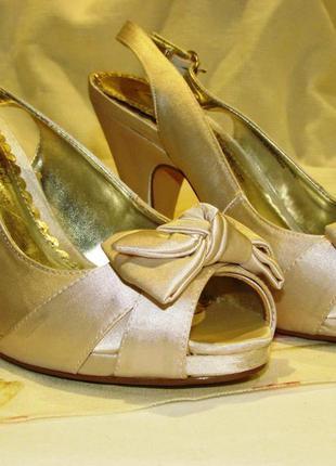 Изящные туфельки босоножки next (свадебные или просто нарядные)