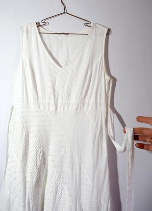 Біле котонове плаття з поясом і вишивкою рішельє, прошва