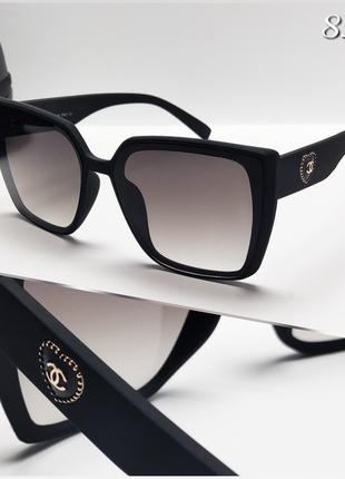 Женские черные очки в матовой оправе chanel