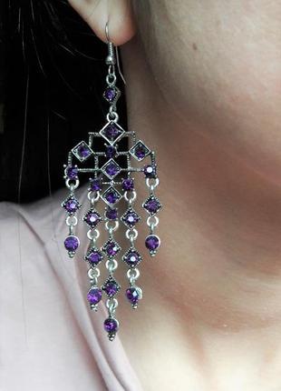 Шикарные нарядные длинные серьги с фиолетовыми камнями