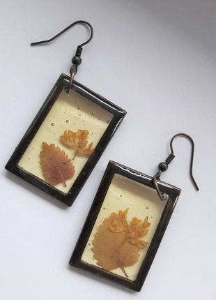 Винтажные серьги из эпоксидной смолы с листочками