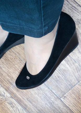 Очень удобные туфли на танкетке, отличный выбор для офиса или учебного заведения
