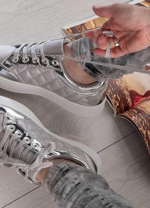 Акция стильные кроссовки кеды серебро