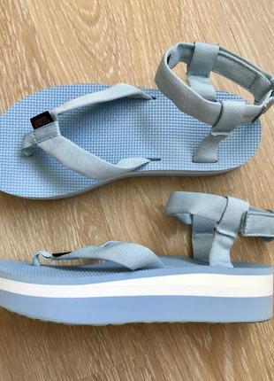 Стильные сандали  фирмы teva