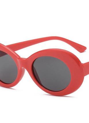 Красные круглые солнцезащитные очки