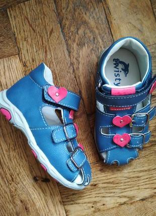 Кожаные босоножки twisty босоніжки сандалі сандалии туфельки