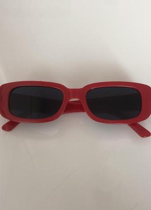 Солнцезащитные очки прямоугольной формы