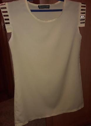 Красивая, нежная блуза