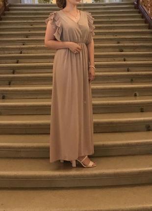 Длинное платье цвета пудры
