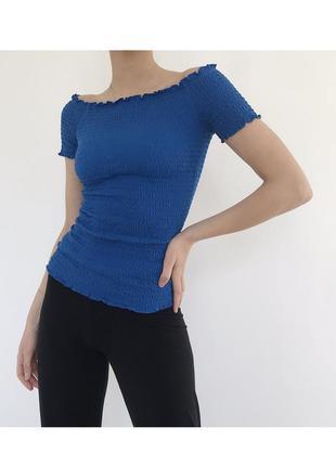 Голубой топ топик футболка на плечи с отрытыми плечами на резинках в стиле mango